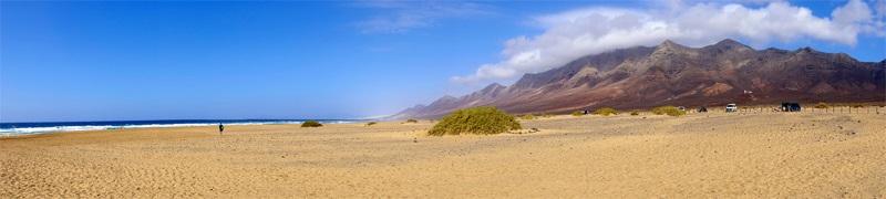 Die Insel Fuerteventura auf den Kanaren in Spanien - Mit Sandstrand, Meer und Bergen.