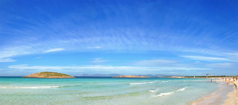 Die Insel Formentera auf den Balearen in Spanien - Strand und Meer mit seinem türkisblauen Wasser.